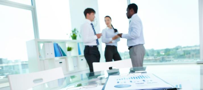 Manager diskutieren auf Englisch