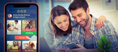 Mann und Frau testen Mondly am Handy